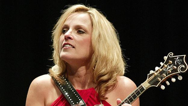 Rhonda Vincent an einem Konzert 2006.