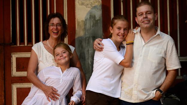 Paul Morach mit seiner Frau und den beiden Töchtern.