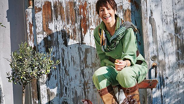 Sabine Reber im Garten.