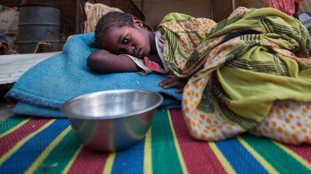 Hungerndes Kind im Sudan