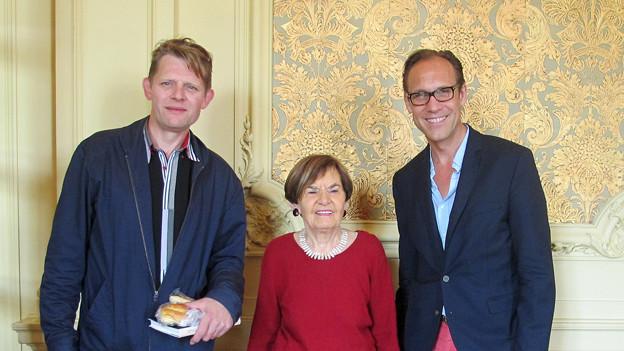 «Persönlich»-Gastgeber Christian Zeugin im Foyer mit Ruth Binde und Markus Signer.