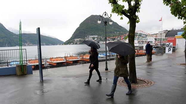 Regenwetter an der Uferpromenande von Lugano.