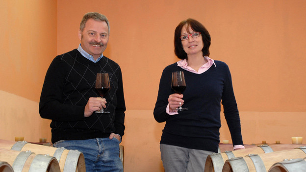 Erhard und Evelyne Heumann im Weinkeller.