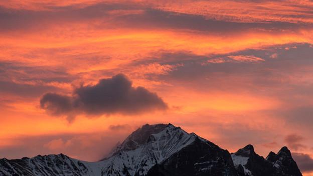 Föhnwolken über Flaknis, Schwarzhorn und Glegghorn in Sargans.