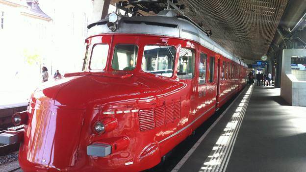 Der Rote Pfeil am Hauptbahnhof.