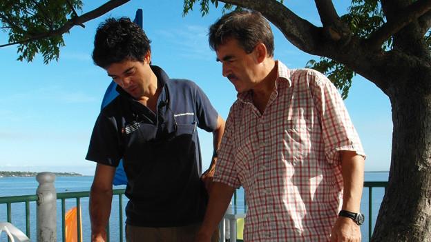 Freddie Geser bespricht mit Guillaume Roux-Fouillet einen Plan