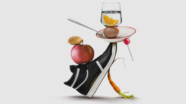 Bildkomposition mit Turnschuh, Apfel, Ei, Wasser, Kartoffel und Lollypop.