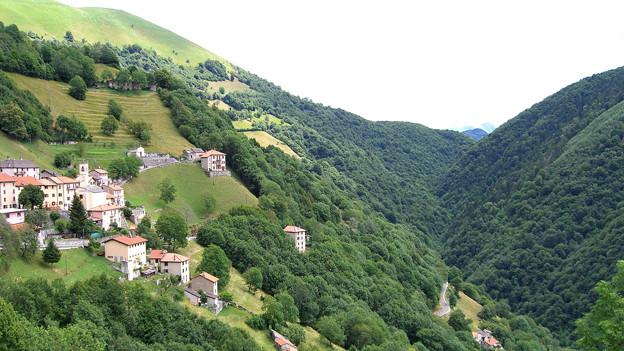 Blick auf das Dorf Breggia im Muggiotal.