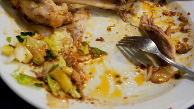 Essensreste auf einem Teller