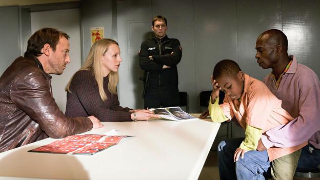 Tatort-Szene bei einem Verhör.