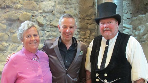 Dani Fohrler mit seinen Gästen. Auf der linken Seite Margrit Sidler und rechts Bernd Kekeritz.