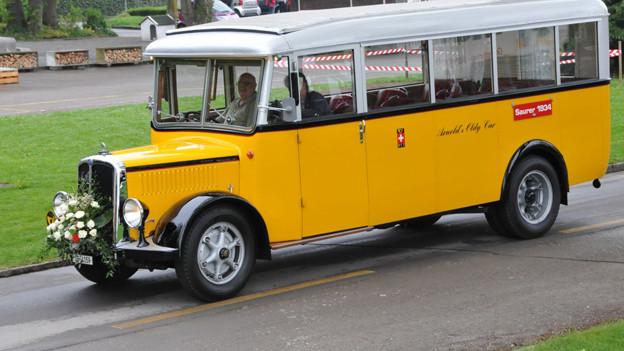 Gelber Oldtimer namens «Saurer 1934»