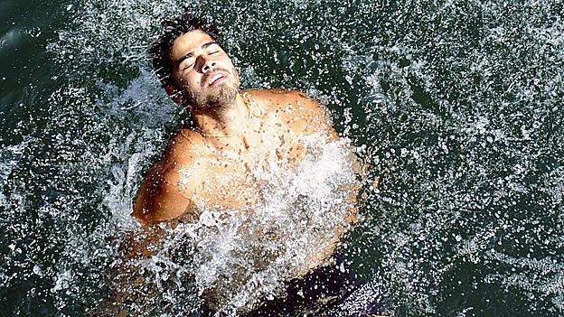 Mann im Wasser.