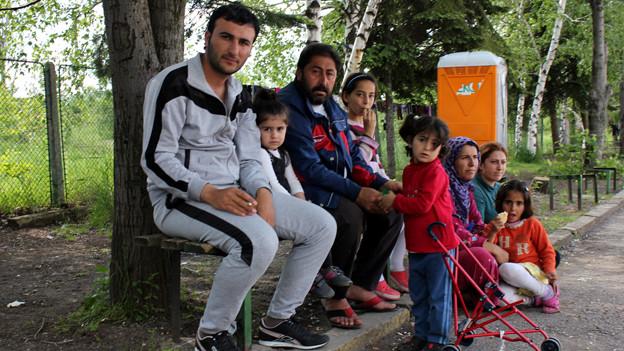 Familie im Flüchtlingszentrum in Bulgarien.