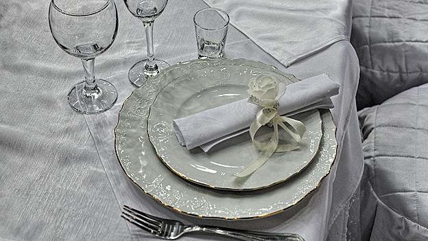 Feierlich gedeckter Tisch.