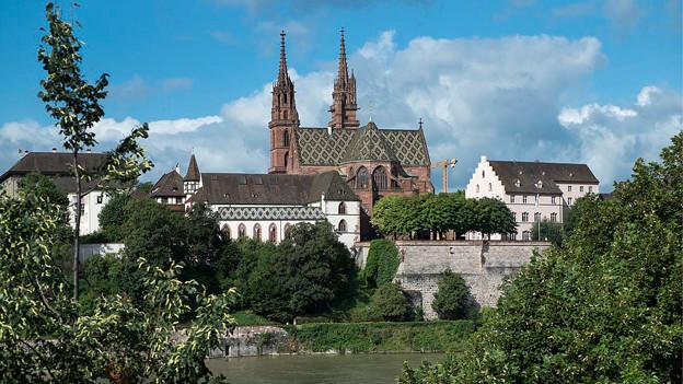 Blick auf die Basler Altstadt mit Münster.