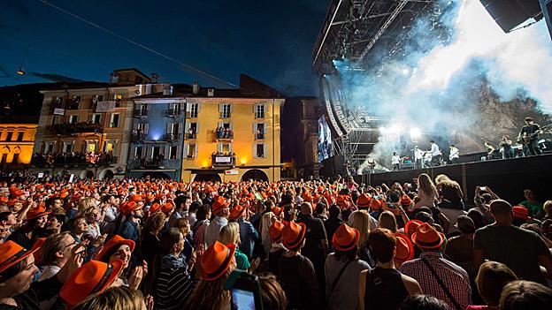 Publikum am Moon and Stars in der Altstadt.