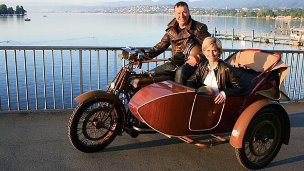 Sabine Dahinden und Bruno Egloff unterwegs mit dem Oldtimertöff.