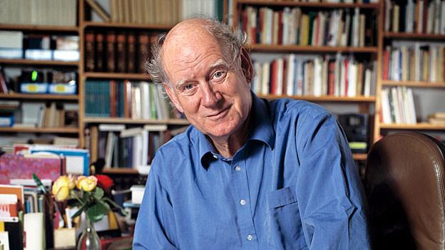 Franz Hohler in seinem Büro in Zürich (2005)