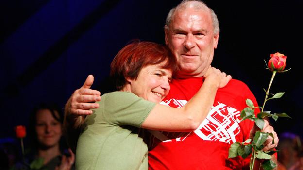 Bewegender Abschied: Niklaus Troxler nach dem letzten Kozert des Jazz Festival Willisau 09 mit seiner Frau.