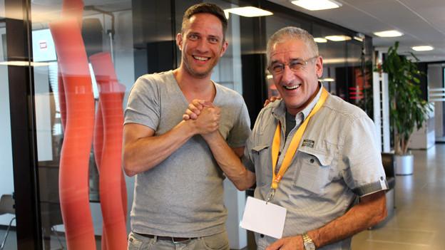 Adrian Küpfer und Hans Peter Rhyner geben sich die Hand.