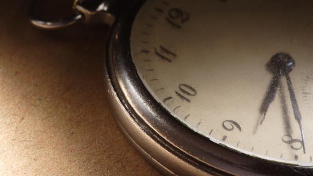 Uhr mit Zifferblatt.