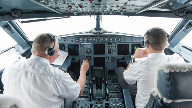 Blick in das Cockpit eines Airbus 319. Wer ein Flugzeug steuert, braucht fundierte Wetterkenntnisse.