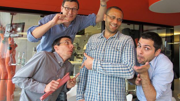 Stéphane Gabioud, Toni Poltera und Davide Gagliardi mit Radio SRF 1-Moderator Mike La Marr im Radiostudio.