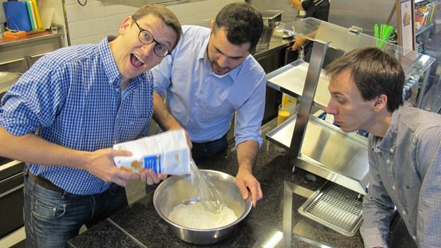 Toni Poltera (l.) und Davide Gagliardi (m.) brauchen für Tatsch und Piadina praktisch die gleichen Zutaten.
