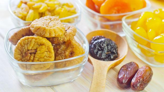Trockenfrüchte wie Feigen, Aprikosen oder Datteln.