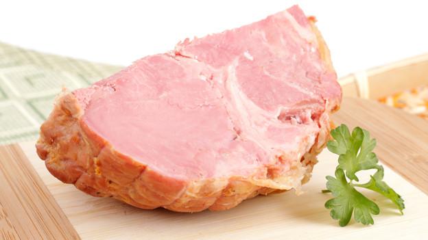 Ein stück geräuchertes Fleisch.