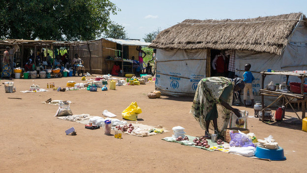 Menschen in einem Flüchtlingslager in Uganda.