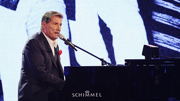 Udo Jürgens am Flügel auf der Bühne.