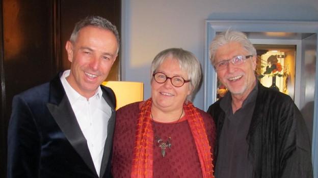 Dani Fohrler (links) posiert stehend mit Sabine Brönnimann und Georges Wenger.