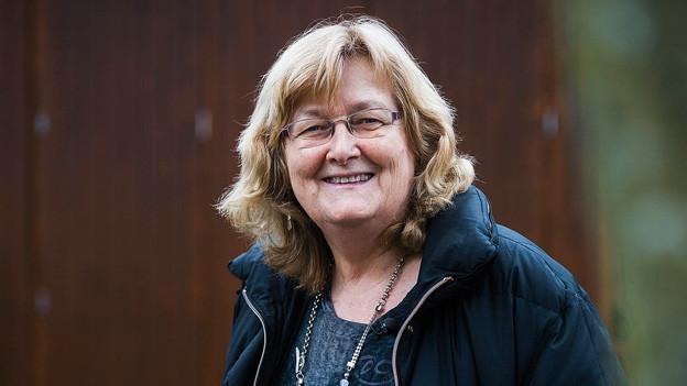 Porträt von Esther Schönmann.