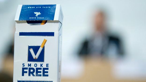 Zigaretten-Paket mit englischer Aufschrift «Smoke Free».