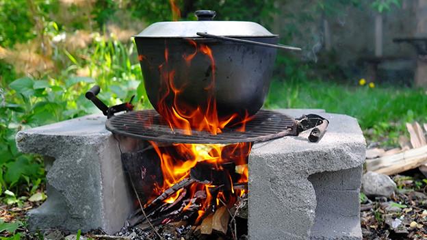 Kochtopf auf Feuer.