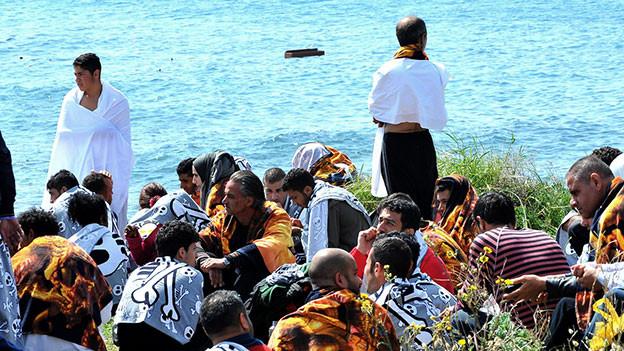Vor Rhodos ist ein Holzboot mit über 80 Flüchtlingen gekenntert.