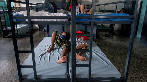 Gestrandet in der Schweiz: Asylbewerber im Empfangs- und Verfahrenszentrum in Chiasso.