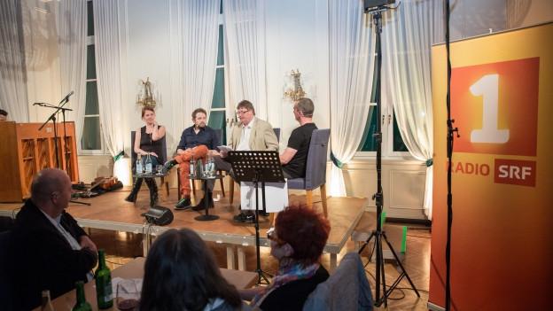 «Na, hören Sie mal» - der satirische Talk live aus dem Café Spitz in Basel.