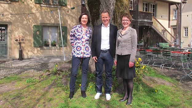 Katharina Kilchenmann (v.l.n.r.) mit ihren Gästen Christoph Spycher und Marianne Keller.