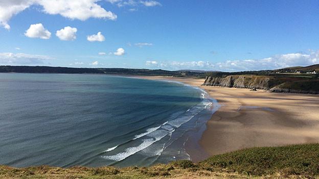 Unberührte Landschaft an der Küste im Süden von Wales.