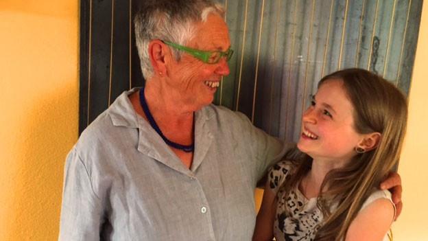 Alice Köppel (12) besucht ihre Grossmutter, Berta Thurnherr regelmässig.