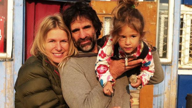 Andrea Pfeuti mit Partner und Tochter.