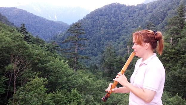Die Schweizerin Jessie Kitaguchi spielt die japanische Bambusflöte «Shakuhachi».