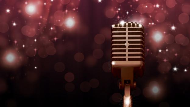 Mikrofon auf Theaterbühne