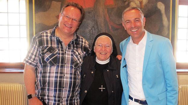 Z'Hansrüedi, Schwester Primin und Dani Fohrler posieren nebeneinander.