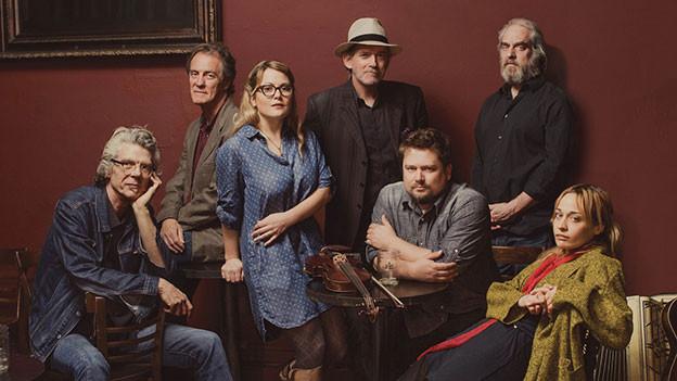 Gruppenbild für Albumcover der Watkins Family Hour.