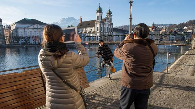 Asiatische Touristen in Luzern.