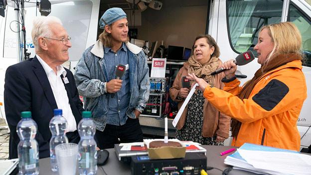 Von links nach rechts: Primo Micheluzzi, Leon Haueter, Silvia Gilliand und Christina Lang bei der Live-Sendung.